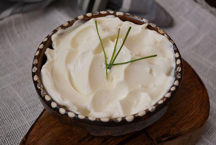 http://www.bucatareselevesele.ro/retete-culinare/salate-si-sosuri/maioneza-de-post-din-lapte-de-soia.html