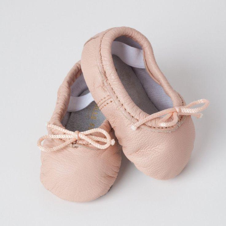 Mujer Barbara Ballet Flat, ante rosada, 5.5 M EE. UU.