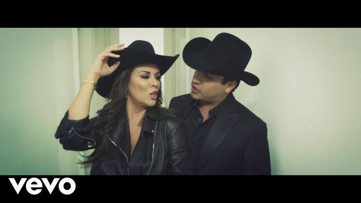 Edith Márquez performing ¿Por Qué Me Habrás Besado? Ft Julion Alvarez