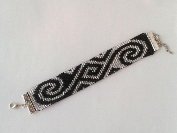 This beautiful bracelet is made on handlooms of fine Czech beads of black and silver. Bracelet width of 2.5 cm, the length is adjustable from 17 to 22 cm.