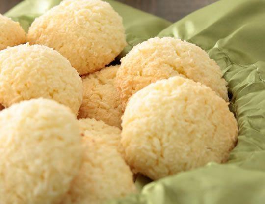 Sono come le ciliegie, questi squisiti dolcetti al cocco, uno tira l'altro! Dal #TrentinoAltoAdige: #Topolini al #rhum