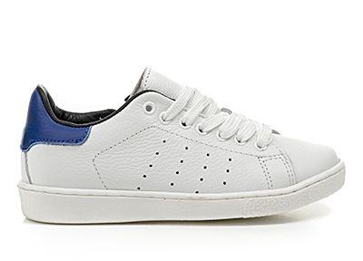 Leuke HIP jongens schoenen in wit met een blauw randje. Kom langs in de winkel om deze coole sneakers te passen of neem een kijkje op onze website voor de gehele HIP collectie!