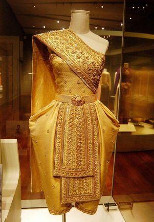 พิพิธภัณฑ์ผ้าในสมเด็จพระนางเจ้าสิริกิติ์ พระบรมราชินีนาถ • QSMT | Queen Sirikit Museum of Textiles Thailand | LUXURIA CO | SENATUS