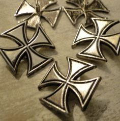 RIVETS - LARGE MALTESE Cross Snap Rivets - 7/8 inch - QUANTiTy 5 - use with leather bracelets and rectangle bracelet blanks