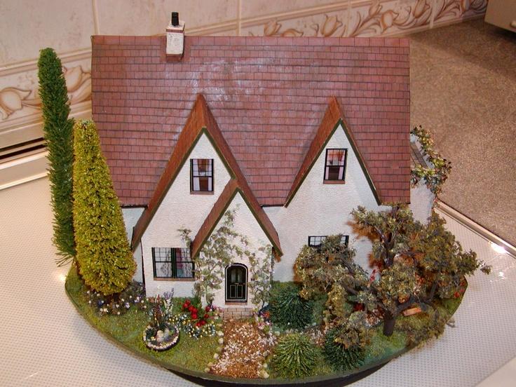 1:48 house and garden from the front