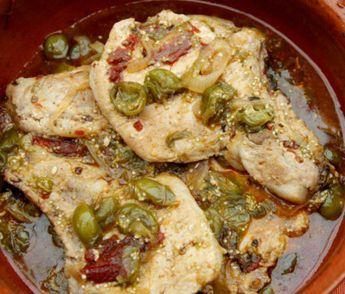 Prepara esta rica y deliciosa receta de chuletas de cerdo ahumadas en salsa de tomatillo. Es una receta sencilla, rápida y además lleva chile morita y guajillo que le da un sabor picosito.