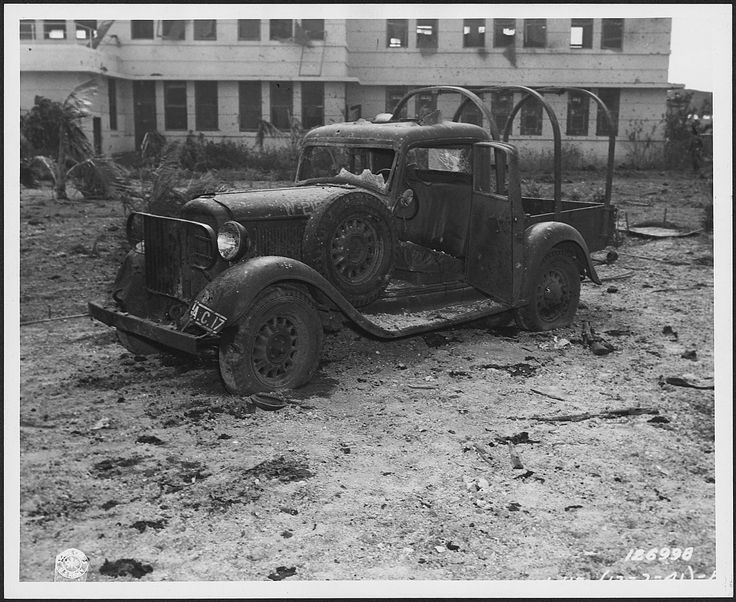 Photograph_of_a_machine-gunned_... aeroport de hickam attaque de pearl harbor honolulu 7th dec 1941