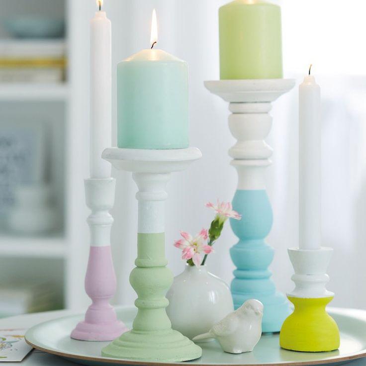 Comment customiser un joli bougeoir de famille qui trône sur la cheminée ? Quelques notes de peinture et le voici transformé !