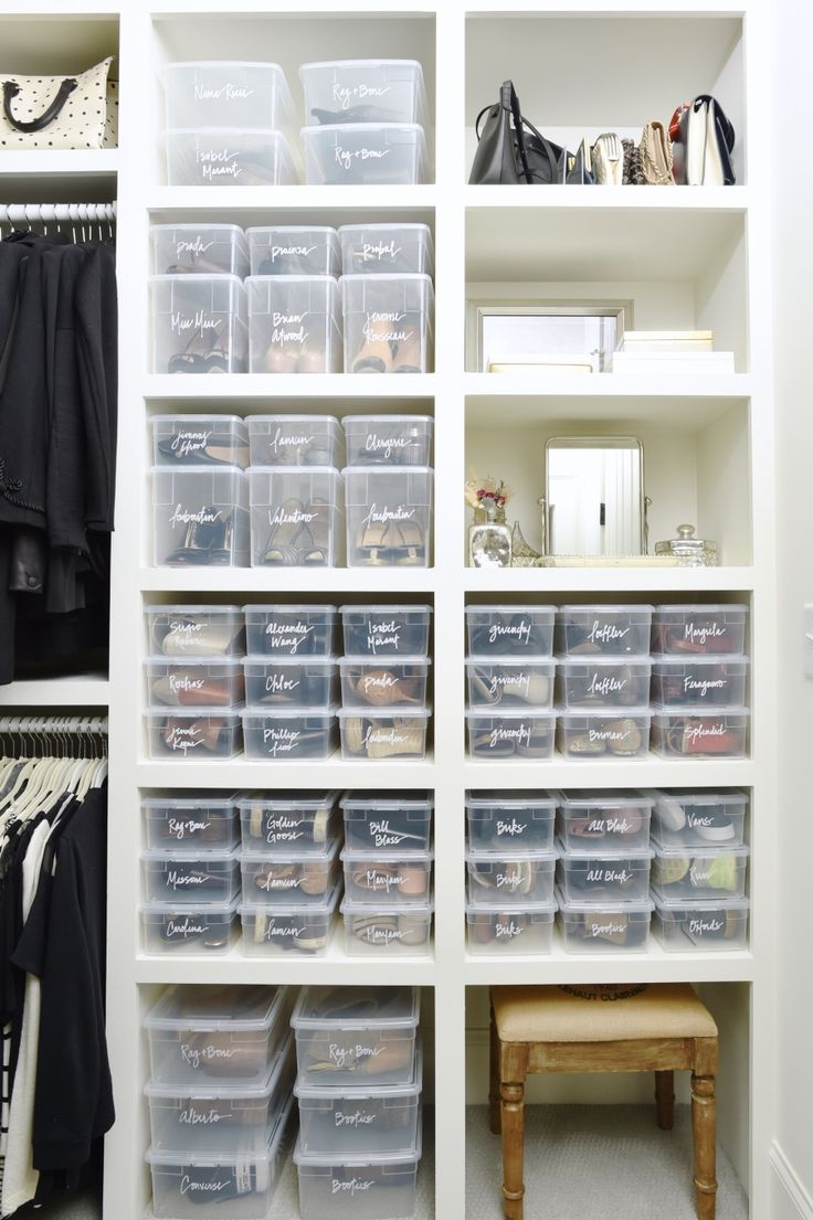 Immaculately organized closet: Photography : Clea Shearer Read More on SMP: http://www.stylemepretty.com/living/2016/07/21/this-organizers-home-will-give-you-maje-motivation-to-clear-the-clutter/
