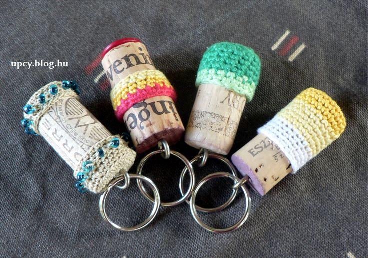 Crochet cork keychain.  Horgolt parafa kulcstartó.