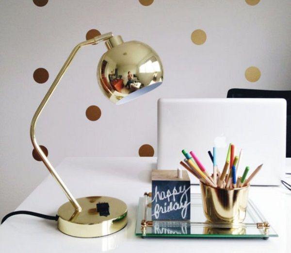 Lindo home office Glam luminária dourada