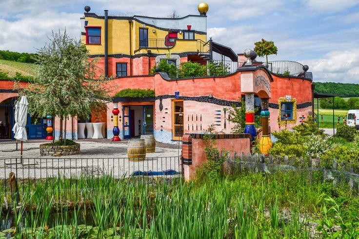 Architektur ohne gerade Linien in Franken  ... #architektur #franken #weingut #weinguthirn