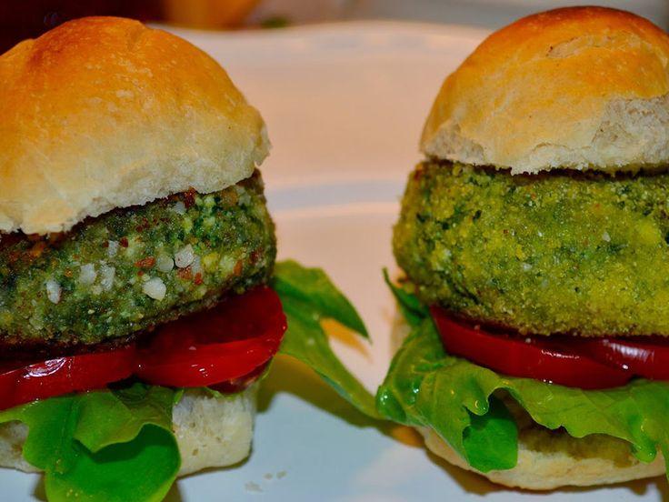 La ricetta vegan per i burger vegetali di tofu e spinaci, facili da preparare e gustosi