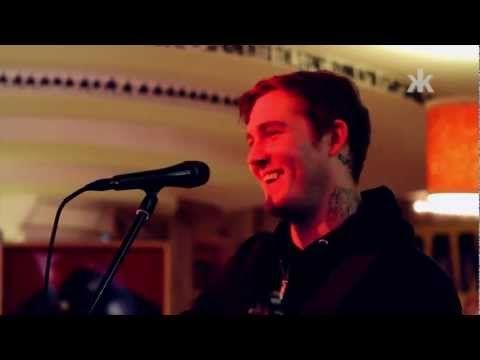 The Gaslight Anthem im Ramones Musesum (Brian Fallon mit exklusiven Akkustik-Set) - YouTube