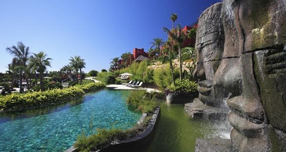 Barceló Asia Gardens Hotel & Thai Spa in Alicante nur 1,5 Km entfernt gibt es zwei Meisterschaftsplätze