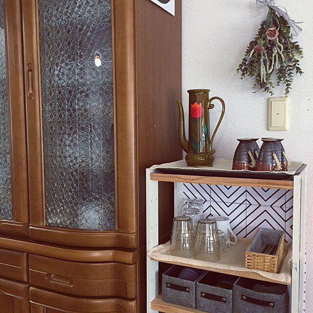 貼るだけ簡単diyで目隠し ガラスシート活用アイデア集 インテリア 模様替え 食器棚 リメイク