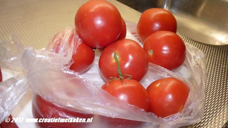 Tussen de bedrijven door & rug-ontsteking #pastasaus gekookt, zonder mix , als altijd, maar met verse #tomaten van Jan Swier!  andere #kookgrediënten van #Vomar =Dirk van den broek  #DenHelder!
