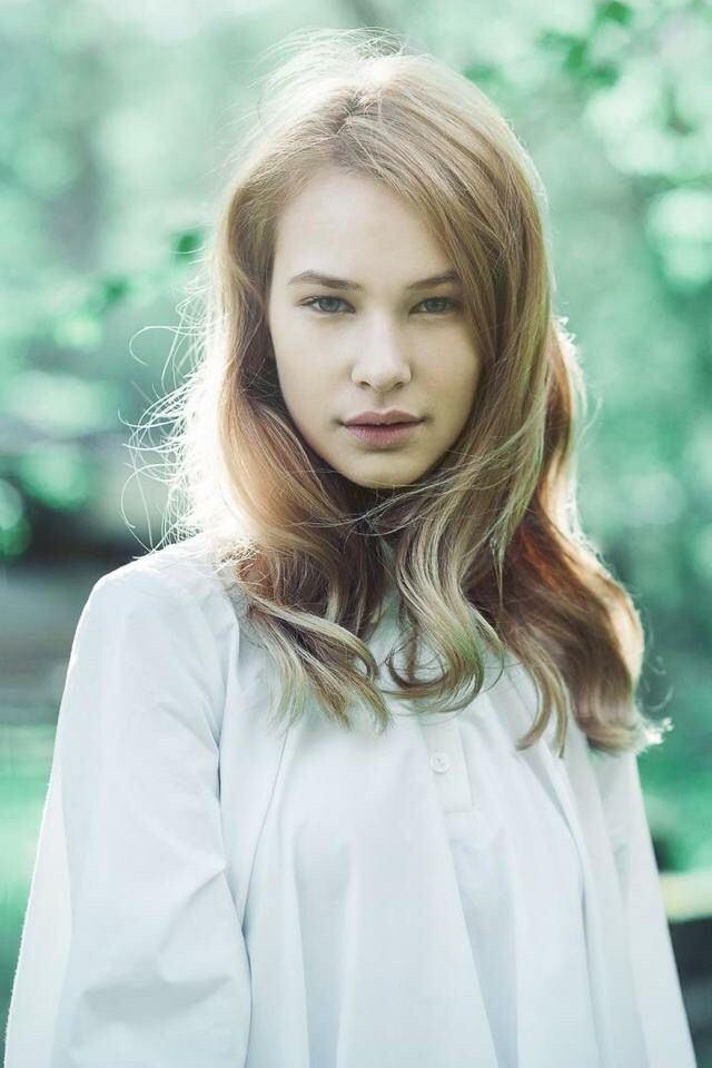 Photo: Zsofia Jambor MakeUp: Zita Szlameniczky Hair: Gabriella Halasi-Szabo Styling: Carmen Rozsa Model: Laura@OMG