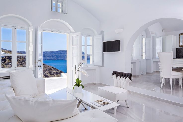 The Canaves Oia Villa has a traditional & elegant design that promotes calm and allows for comfort and luxury in style