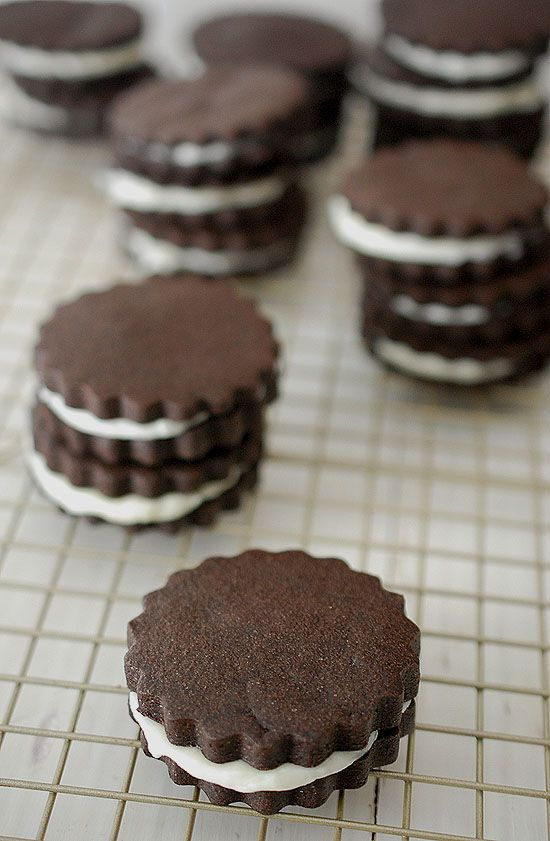 Chocolate Cream Sandwich Cookies | Eva Bakes ~ I figure skate, play flute and bake - but not all at the same time. I want to make your days a little bit sweeter.