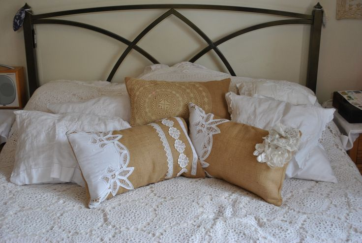 Best 25 lace pillows ideas on pinterest shabby chic for Burlap and lace bedroom