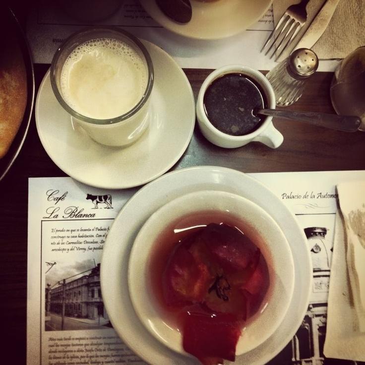 Café con leche y manzana horneada #holacomelon #food #foodporn #foodlover #postre #desayuno #coffee #iphoneography #foodily