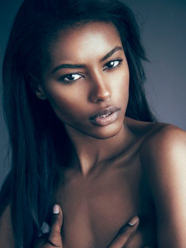 Natural make up look for dark skin