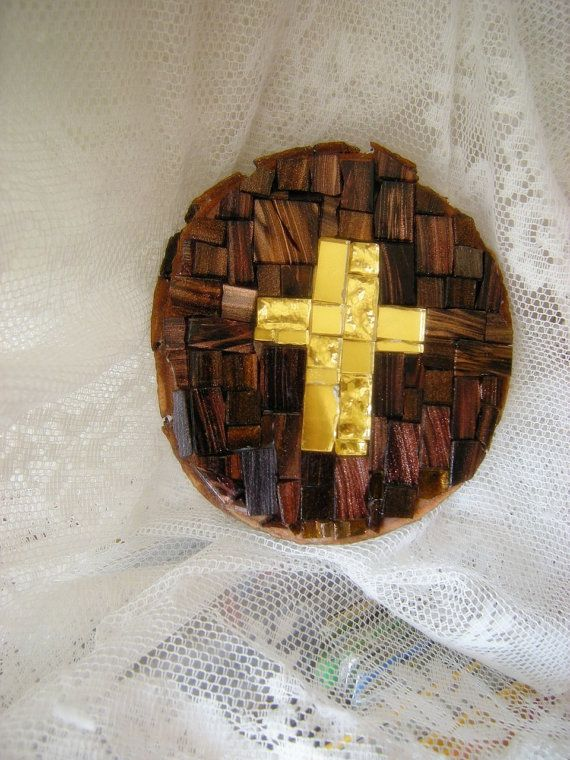 Mosaic on wood with a gold crossMosaico su legno di LaDolceAria