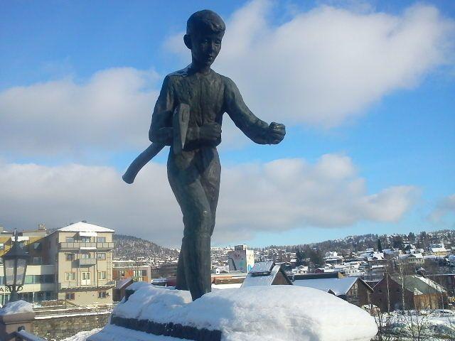 Statue ved Nybrua, Kongsberg