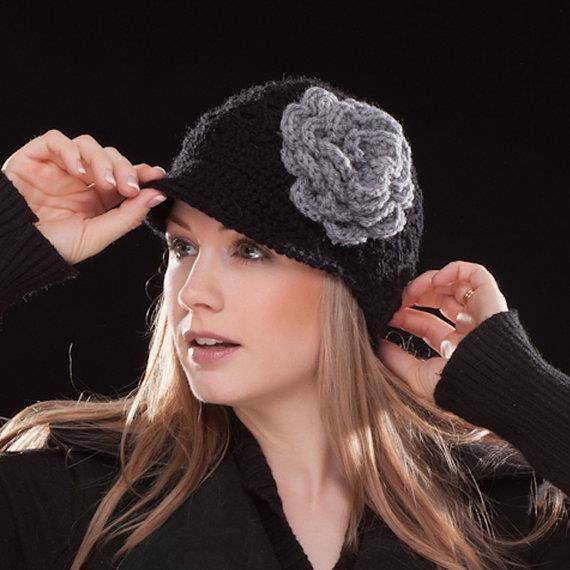 gorro de lana, con varios petalos en color gris