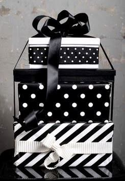 #Christmas gift wrapping ideas DIY crafts ToniK ⓦⓡⓐⓟ ⓘⓣ ⓤⓟ Black & white elegant leukelintjes.blogspot.com