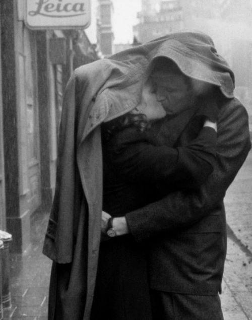 so romantic kissing in the rain