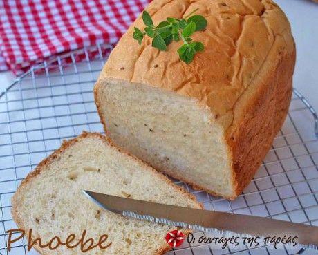 Αυτή είναι η πρώτη μου απόπειρα να φτιάξω ψωμί στον αρτοπαρασκευαστή και πραγματικά μου άρεσε το αποτέλεσμα πάρα πολύ!