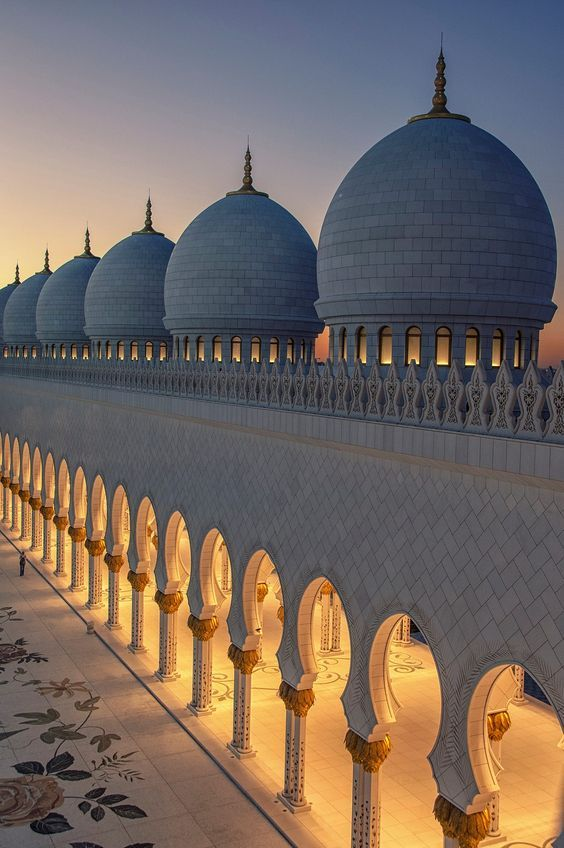 The domes of  Sheikh Zayed Grand Mosque in Abu Dabi.