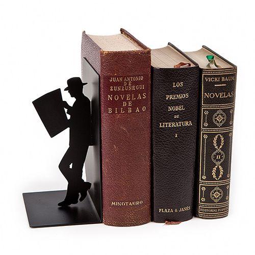 http://www.cosasderegalo.com/products/sujeta-libros-the-reader-de-color-negro-de-metal?ficha=1