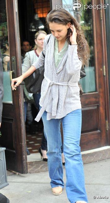 Katie Holmes les cheveux au vent à New York, le 25 Avril 2012