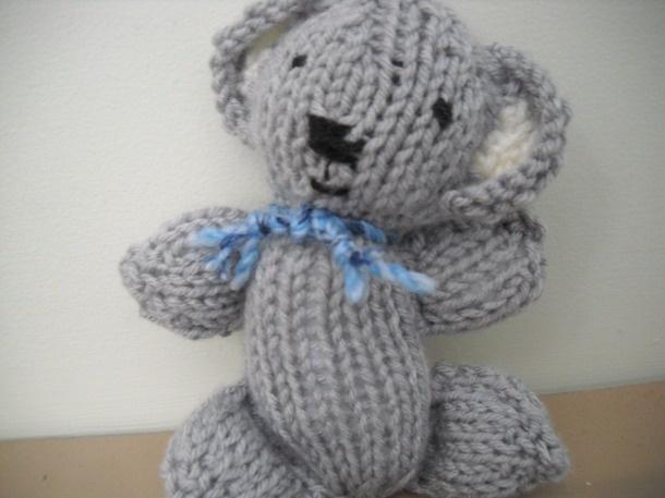 Knit Koala. Baby shower present. Free pattern via Ravelry.