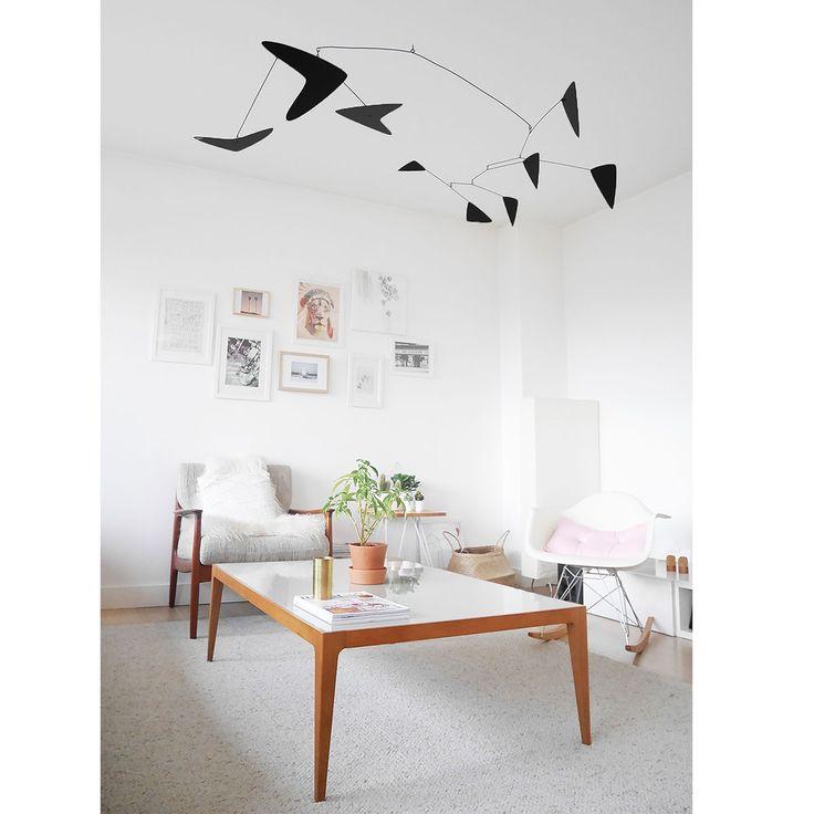 Mobile décoratif - l'Illusionniste Noir - Fabriqués artisanalement, ces mobiles décoratifs s'ouvrent à une perception optimiste et sensible du quotidien, parfaits pour intégrer un brin de dynamisme dans votre intérieur !