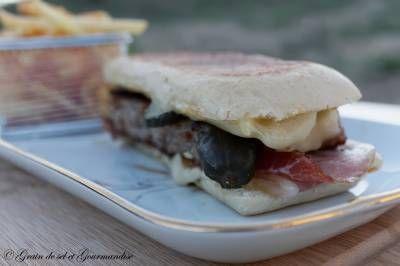 Panini -burger de porc à la cubaine  http://graindeseletgourmandise.com/index.php/blog/entry/paninis-burgers-de-porc-a-la-cubaine