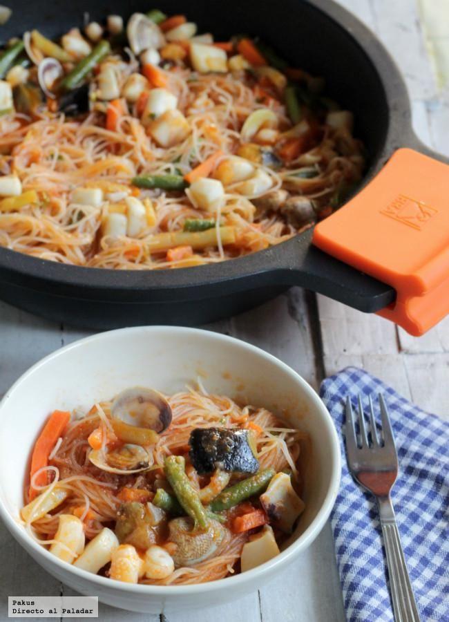 Fideos chinos con verduras y sepia