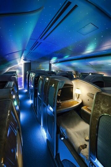 Emirates Airlines, I love it when it turns like this at night