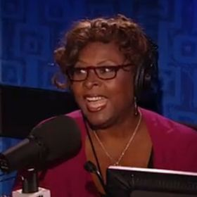 Robin Quivers Welcomed Back To Howard Stern Studio After 17 Months Away Beating Cancer [READ MORE: http://uinterview.com/news/robin-quivers-welcomed-back-to-howard-stern-studio-after-17-months-away-beating-cancer-9041] #RobinQuivers #UterineCancer #Cancer #HowardStern #HowardSternShow #TheHowardSternShow