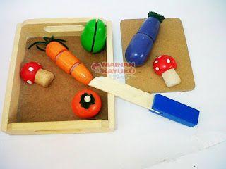 Sayur Potong Kecil Set Kode: MMS01.  Bahan: Kayu Pinus.  Ukuran: 19x16.5x5 cm.  Berat: 700gr.   Manfaat Mainan Sayur Potong Set:   1. Melatih sensorik dan motorik anak.  2. Melatih koordinasi mata dan tangan.  3. Pengenalan warna dan bentuk.  4. Mengajarkan anak untuk sabar dan teratur.  5. Pengenalan sayuran.