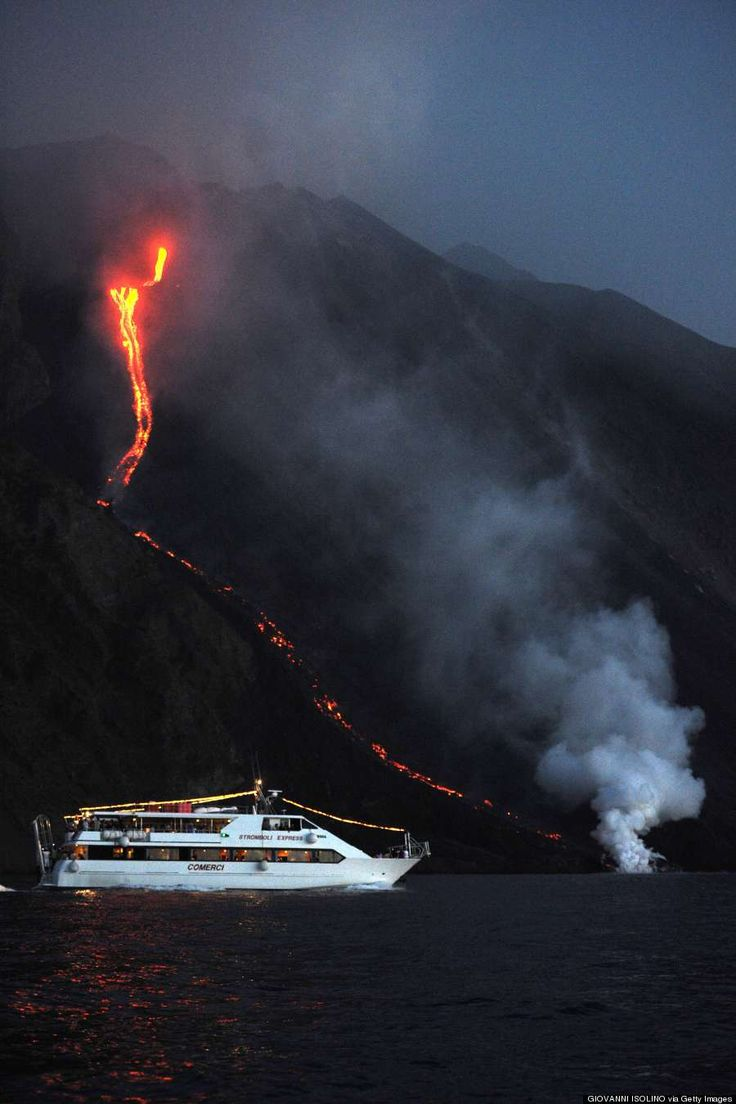 Stromboli Volcano puts on a show for the tourists!