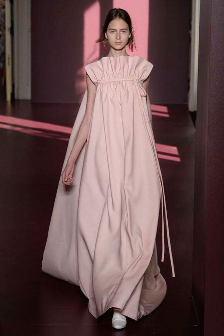 Valentino Autumn/Winter 2017 Couture | British Vogue