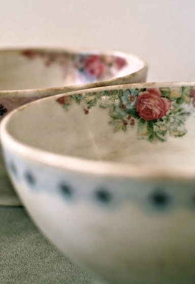 HOMEWARE | Beautiful Ceramic Breakfast Bowls With Roses Motif |