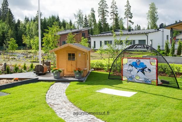 http://www.asuntomessut.fi/tampere-2012/passiivikivitalo-skaala /Leikkimökin terassi!