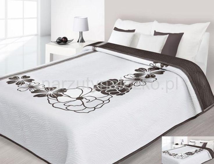 Nowoczesne narzuty dwustronne na łóżko koloru białego w brązowe kwiaty