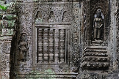 The Ta Prohm is an ancient Mahayana Buddhist monastery and university builted between the 12th and 13th centuries by the Khmer king Jayavarman VII. The walls are decorated with deep bas relief of female divinities, devatas or apsaras.