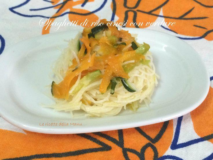 Un classico primo piatto della cucina cinese. Gli spaghetti di riso cinesi con le verdure è un piatto collaudato da tempo a casa mia che riesce perfettame